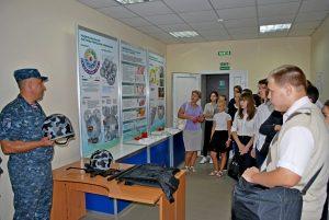Ekskursiya v MVD dzhankoj 300x201 - Вневедомственная охрана презентует мастерство школьникам