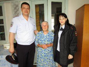 Джанкой в объективе Джанкойские полицейские поздравили ветеранов Pozdravlenie veteranov Dzhankoj