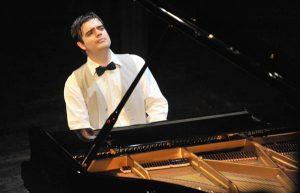 Джанкой в объективе В Джанкое даст концерт известный итальянский пианист Andrea Merlo