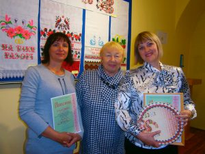 Dzhankojskie vyshivalshhitsy na bienale 300x225 - Джанкойские вышивальщицы получили награды Республиканского биеннале