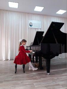 Tatyana YAkimenko kopiya 225x300 - Изумрудненская школа привезла награды конкурса Шопена