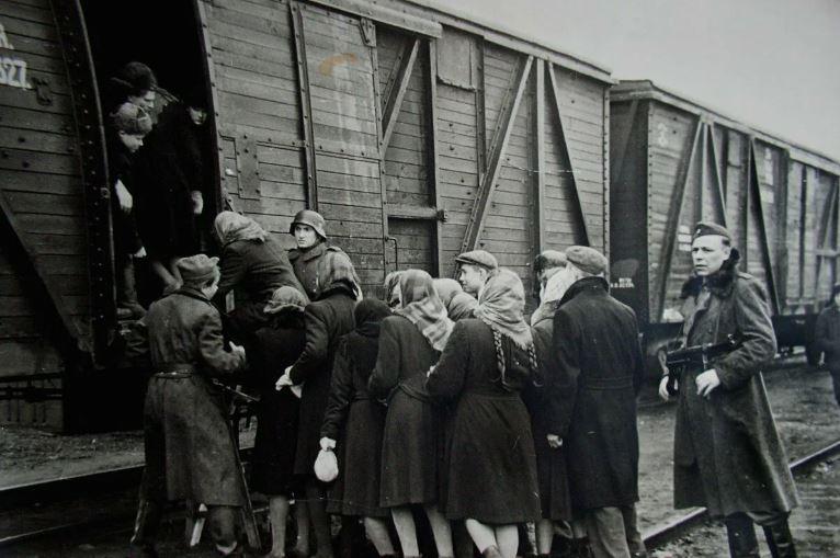 1942 god. zhenshhin ugonjajut v germaniju - Страшная тишина. Джанкой в 1942-м