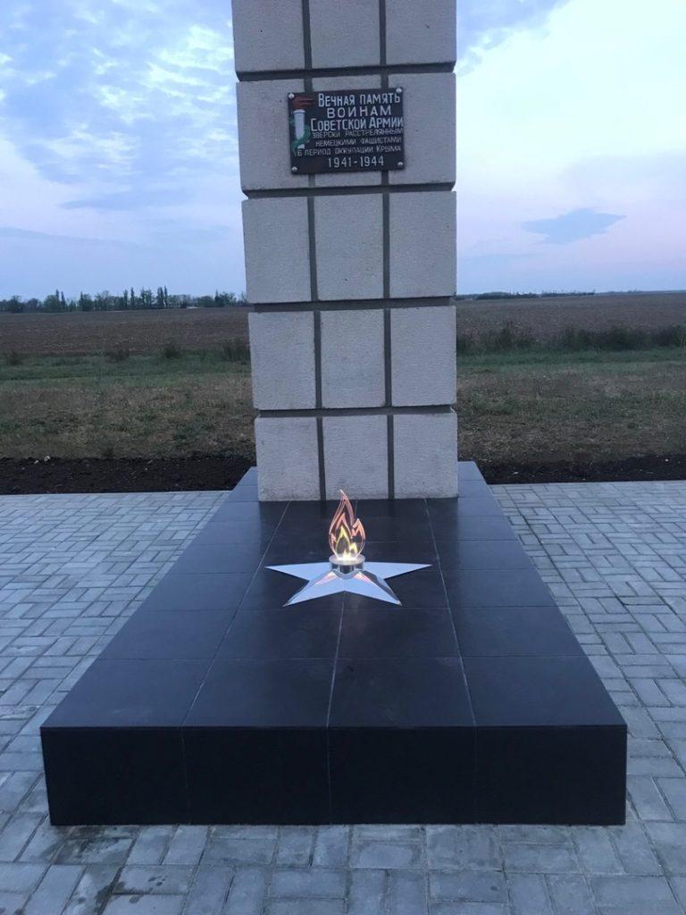 Мемориал с. Победное. Закаты провожает вечный огонь.