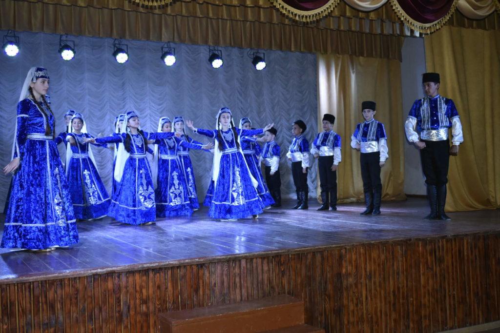 Зоре Зиядинова шьет народные костюмы