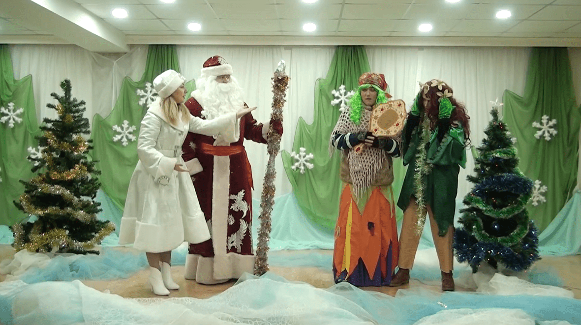 Елочная база деда Мороза в Джанкое