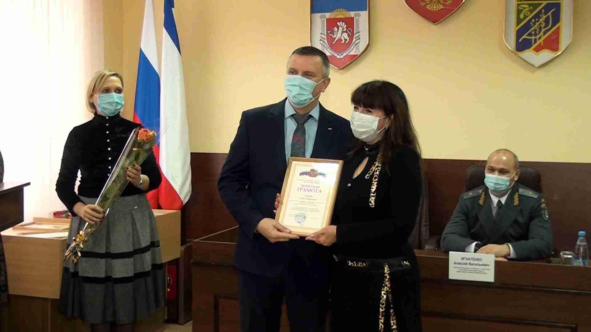 Сотрудников скорой помощи и городской поликлиники наградили в Джанкое