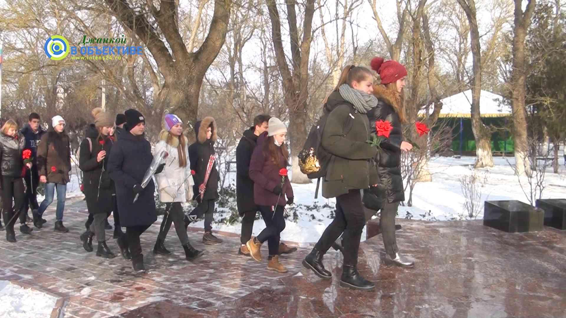 в память о героях, погибших за пределами Отечества