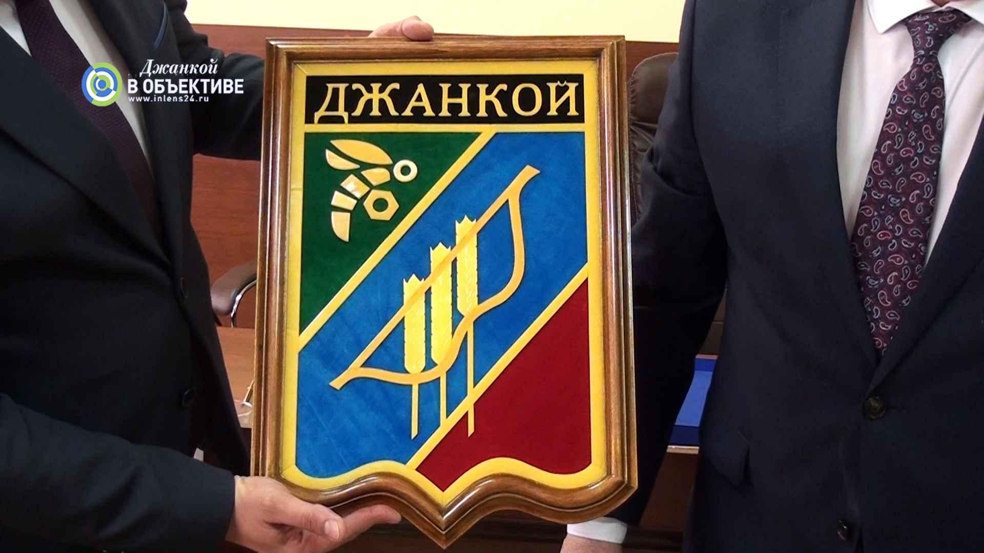 Джанкой и Гурьевск. Герб из янтаря в подарок