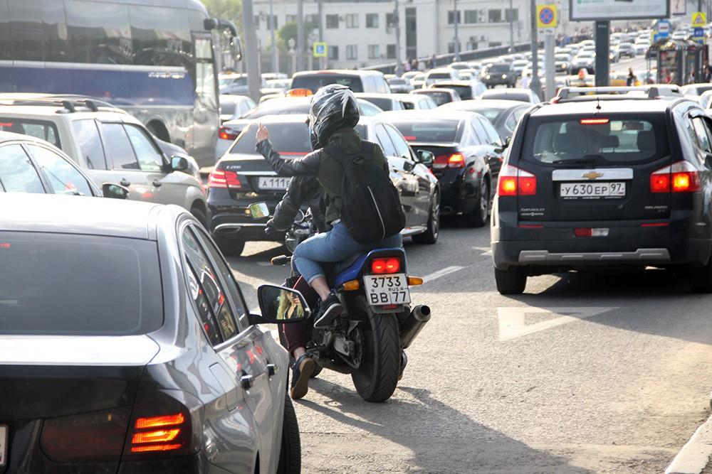 мотоциклисты на дорогах