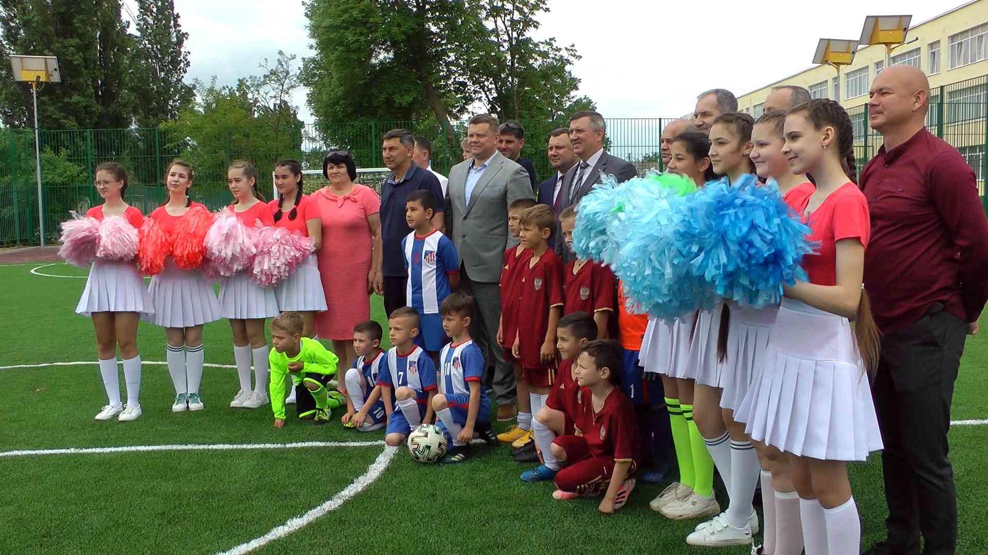 юные футболисты Джанкоя получили в подарок спортивную площадку