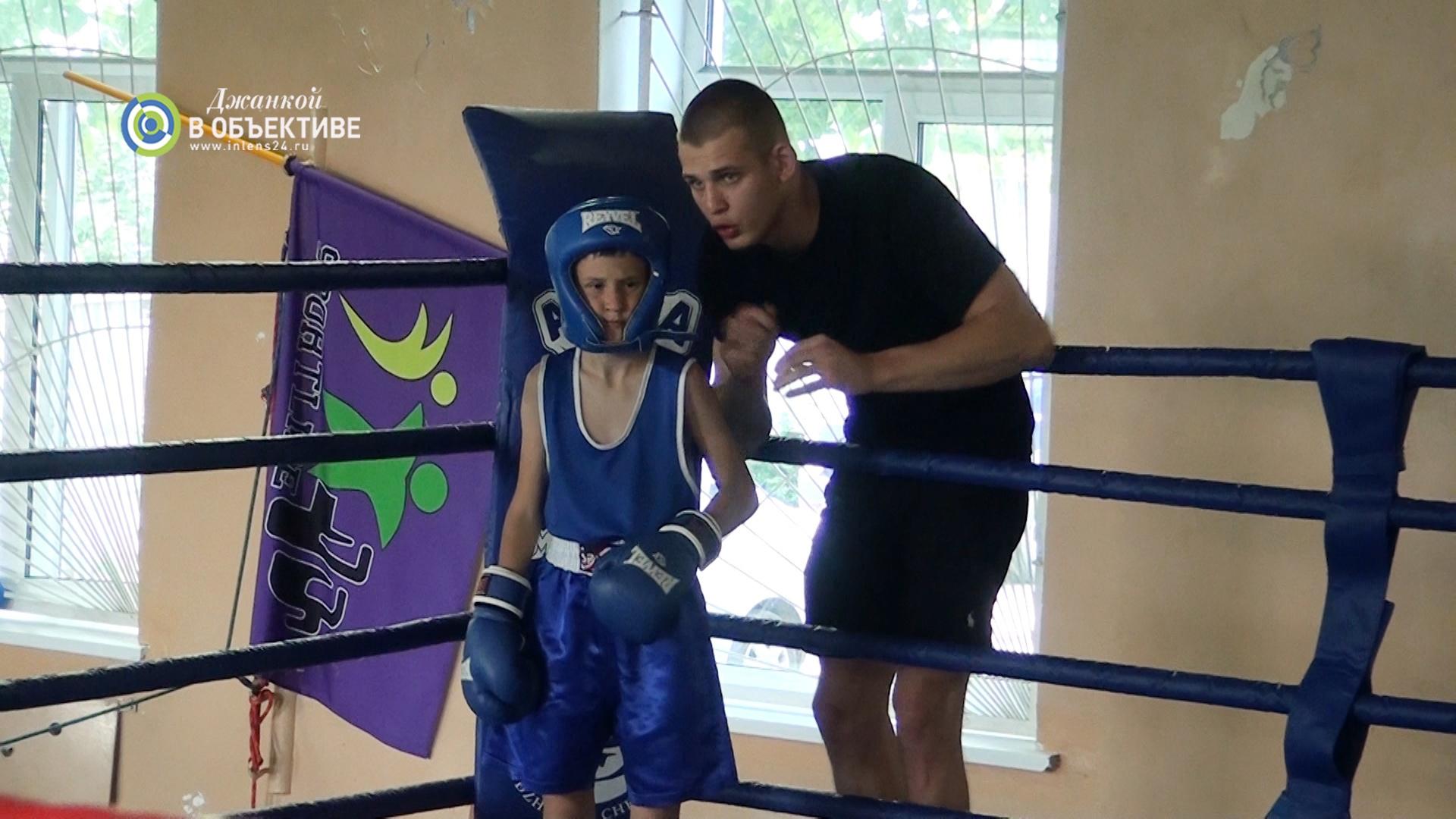 Школа бокса в г. Джанкое провела открытый турнир