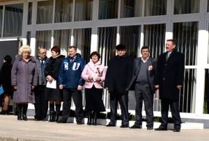 Rukovodstvo i obshhestvenniki 300x203 - У подножия Ильича по-прежнему отмечают великие события