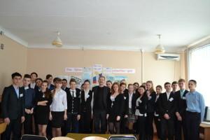 S uchastnikami vstrechi nachalnik otdela obrazovaniya 300x200 - Джанкойские школьники приняли участие в конференции с Аксеновым