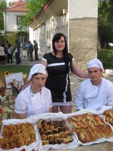 Hlebodary 225x300 - В Джанкойском дорожно-строительном техникуме угощали пирожными и делились секретами мастерства
