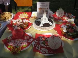 Servirovka tozhe iskusstvo 300x225 - В Джанкойском дорожно-строительном техникуме угощали пирожными и делились секретами мастерства