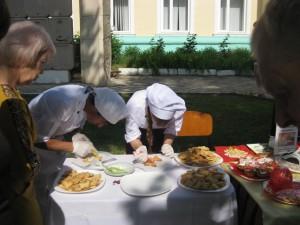 Tonkosti kulinarii 300x225 - В Джанкойском дорожно-строительном техникуме угощали пирожными и делились секретами мастерства