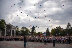 SHary ukrasili hmuroe nebo 300x200 - Джанкойские школьники и педагоги встретили новый учебный год