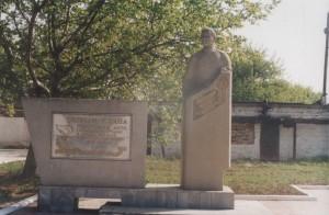 Памятник Герою Советского союза Якову Чапичеву