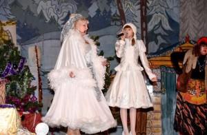 Главные певуньи - Снегурочка и Вьюга
