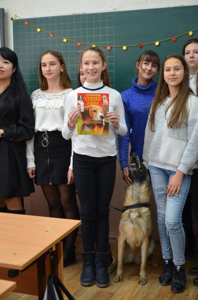 1 678x1024 - Девочка из Джанкоя стала хозяйкой настоящих полицейских собак
