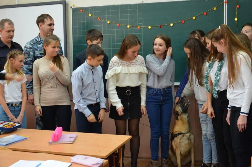 2 1024x678 - Девочка из Джанкоя стала хозяйкой настоящих полицейских собак