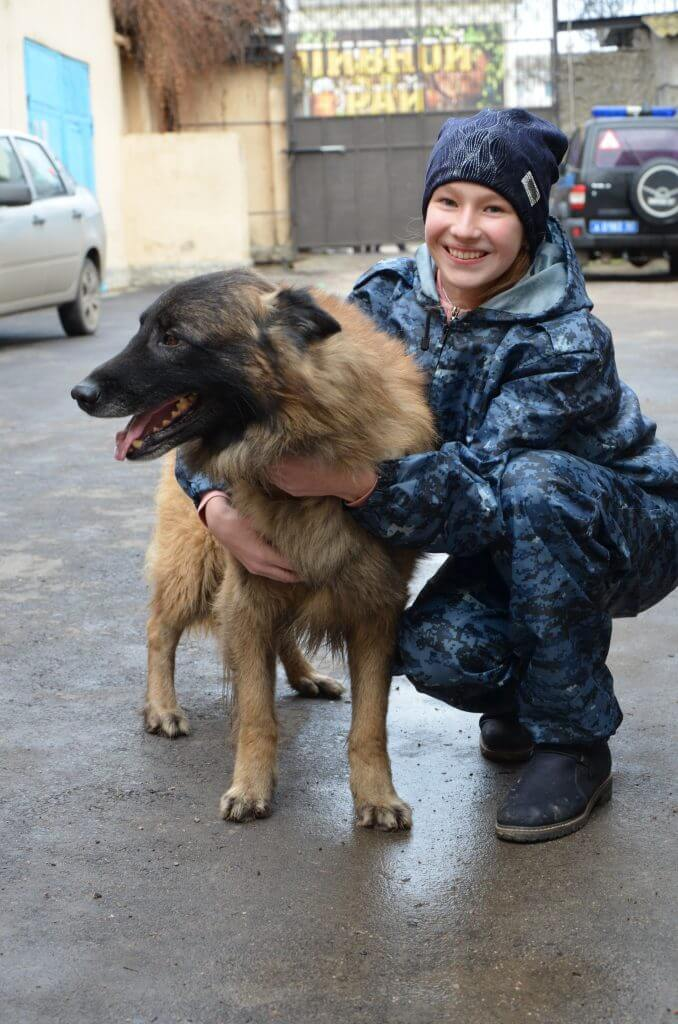 4 678x1024 - Девочка из Джанкоя стала хозяйкой настоящих полицейских собак